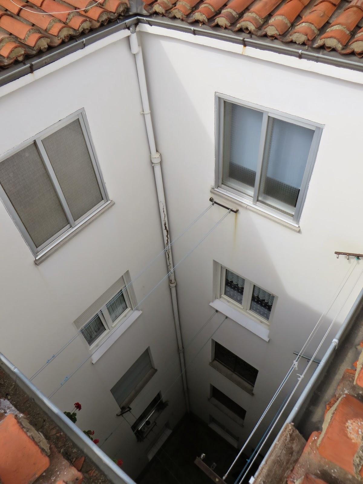 Servicios en León, soluciones,limpieza de canalones,reparciones de tejados y reformas.    Arreglo de goteras presupuestos sin compromiso.tlf 618848709 wasap y 987846623.En León.