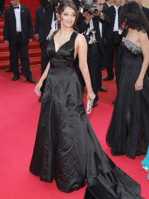 Aishwarya Rai awesome pose in black dress at Cannes