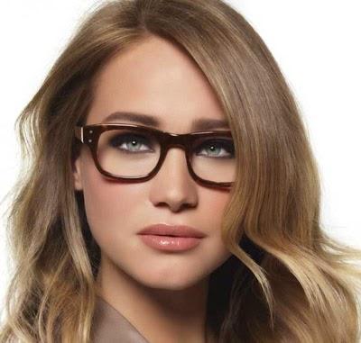 Model kacamata untuk wajah oval untuk wanita