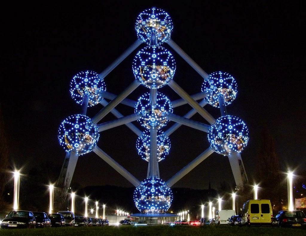 Atomium enfeitado no Natal - Bélgica