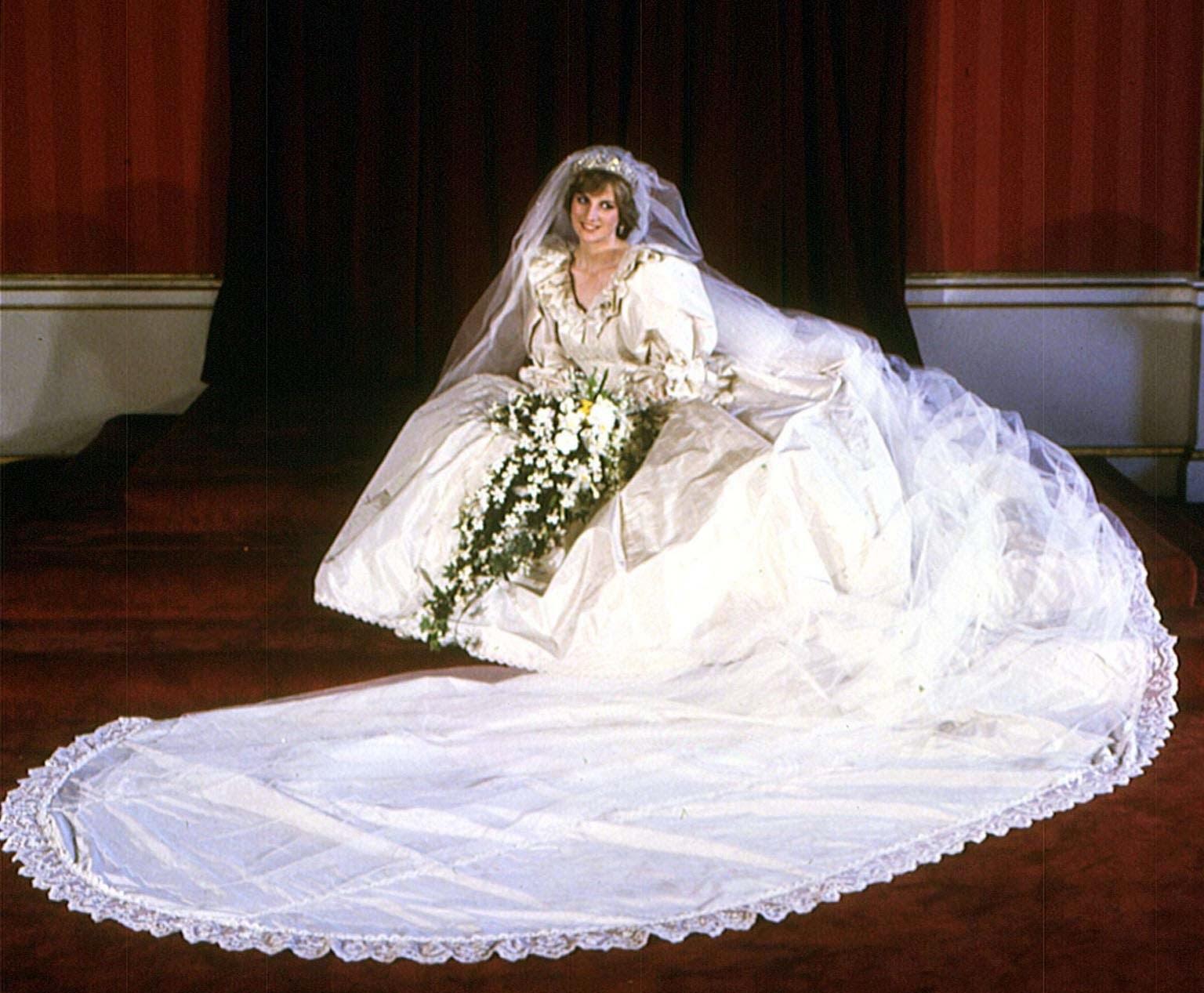 Tumanas Style Blog El vestido de novia de Lady Di quedará