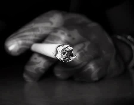 Ảnh Avatar buồn hút thuốc cô đơn thất tình đầy tâm trạng cho nam