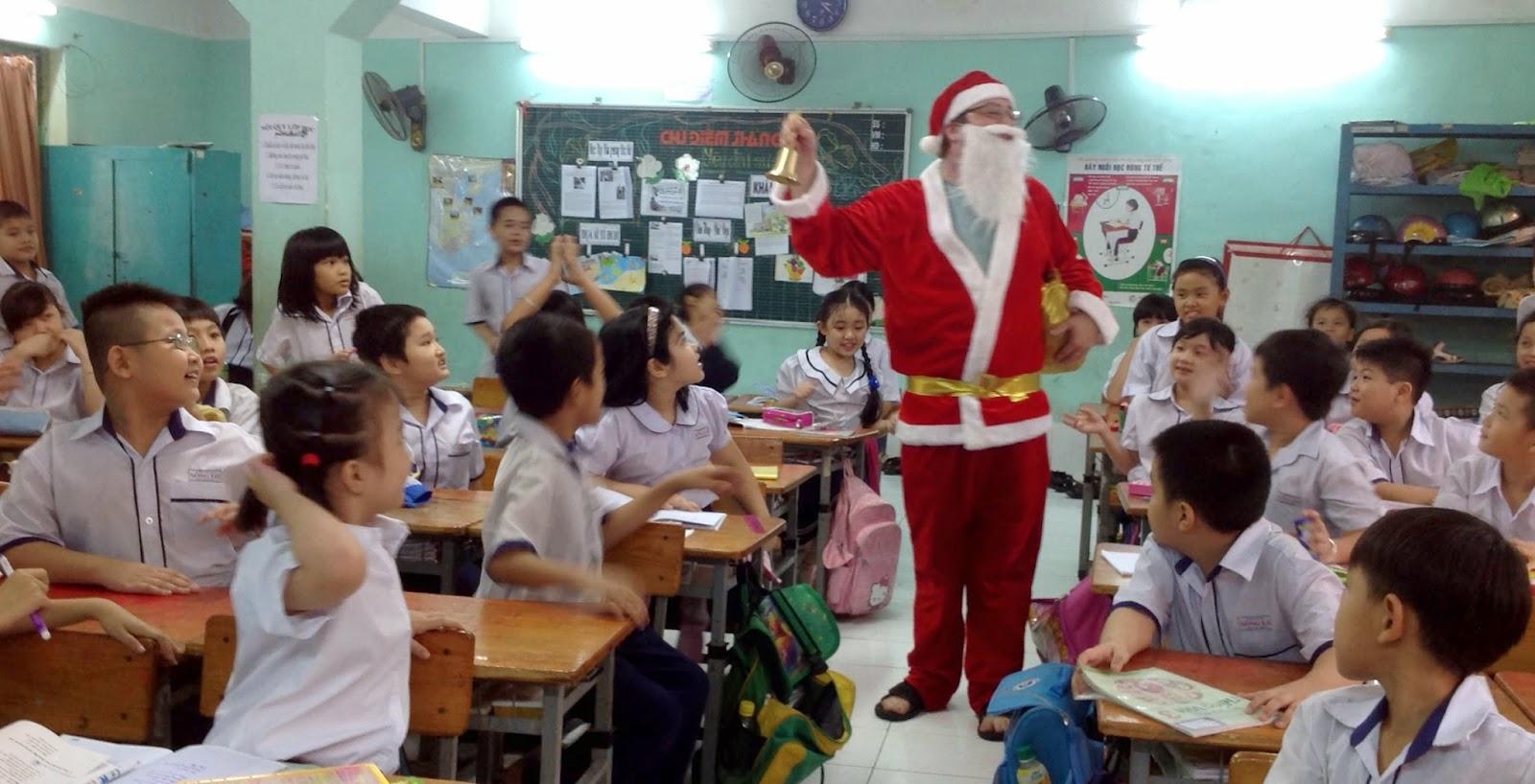 A Ben Abroad: 6 Cringey Vietnamese Christmas Songs