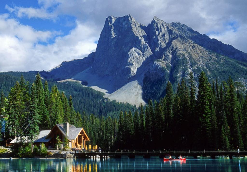Emerald Lake BC Weekend Getaway in Yoho National Park ...