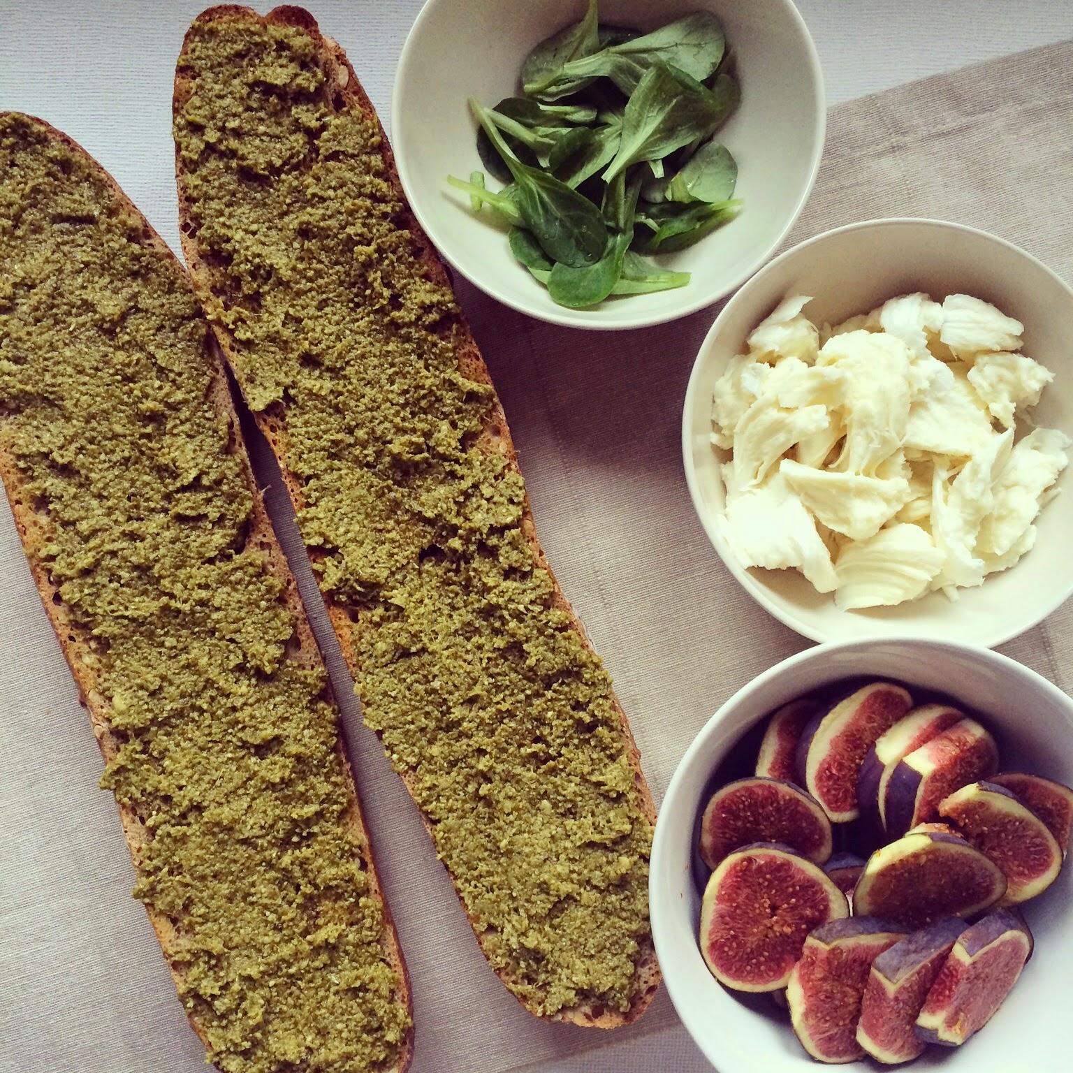 baguette figues pesto mozzarella