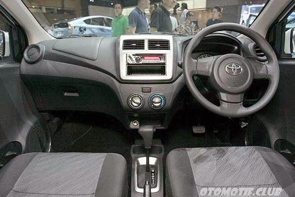 Foto Dashboard Toyota Agya