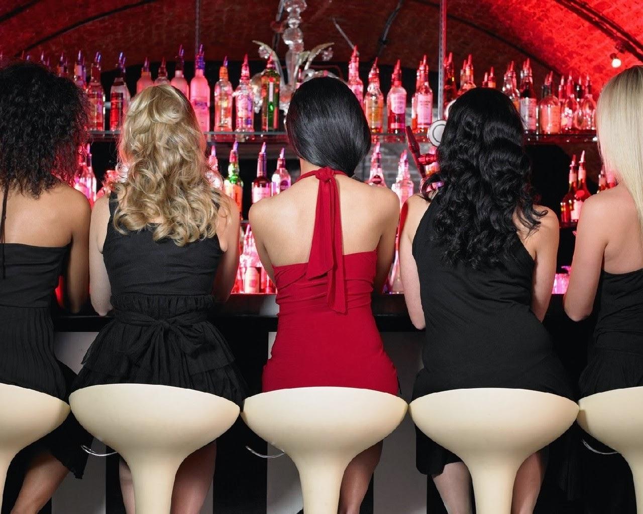 Фото девушек одетых в компании