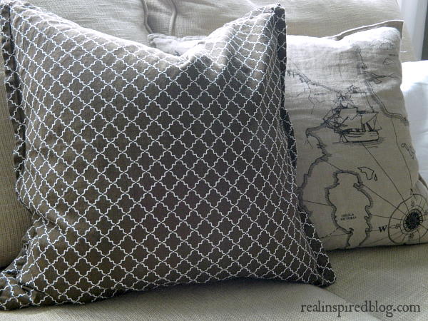 DIY Easy No-Sew Zippered Pillow Cover & Real Inspired: DIY No-Sew Zippered Pillow Cover pillowsntoast.com