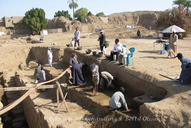 Utgrävning Egypten Luxor Karnaks tempel