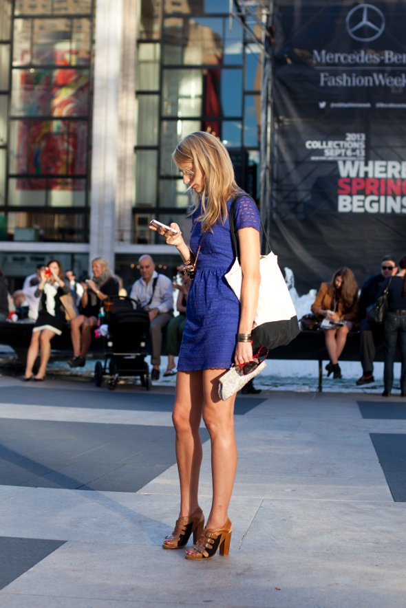 blue dress, canvas tote bag, mercades bens fashion week new york september 2012, fashion week spring collection 2013, street style in new york