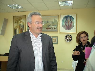 http://www.keratsini-drapetsona.gr/index.php/el/mayor/loukas-tzanis