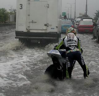 Valentino Rossi Terjebak Banjir
