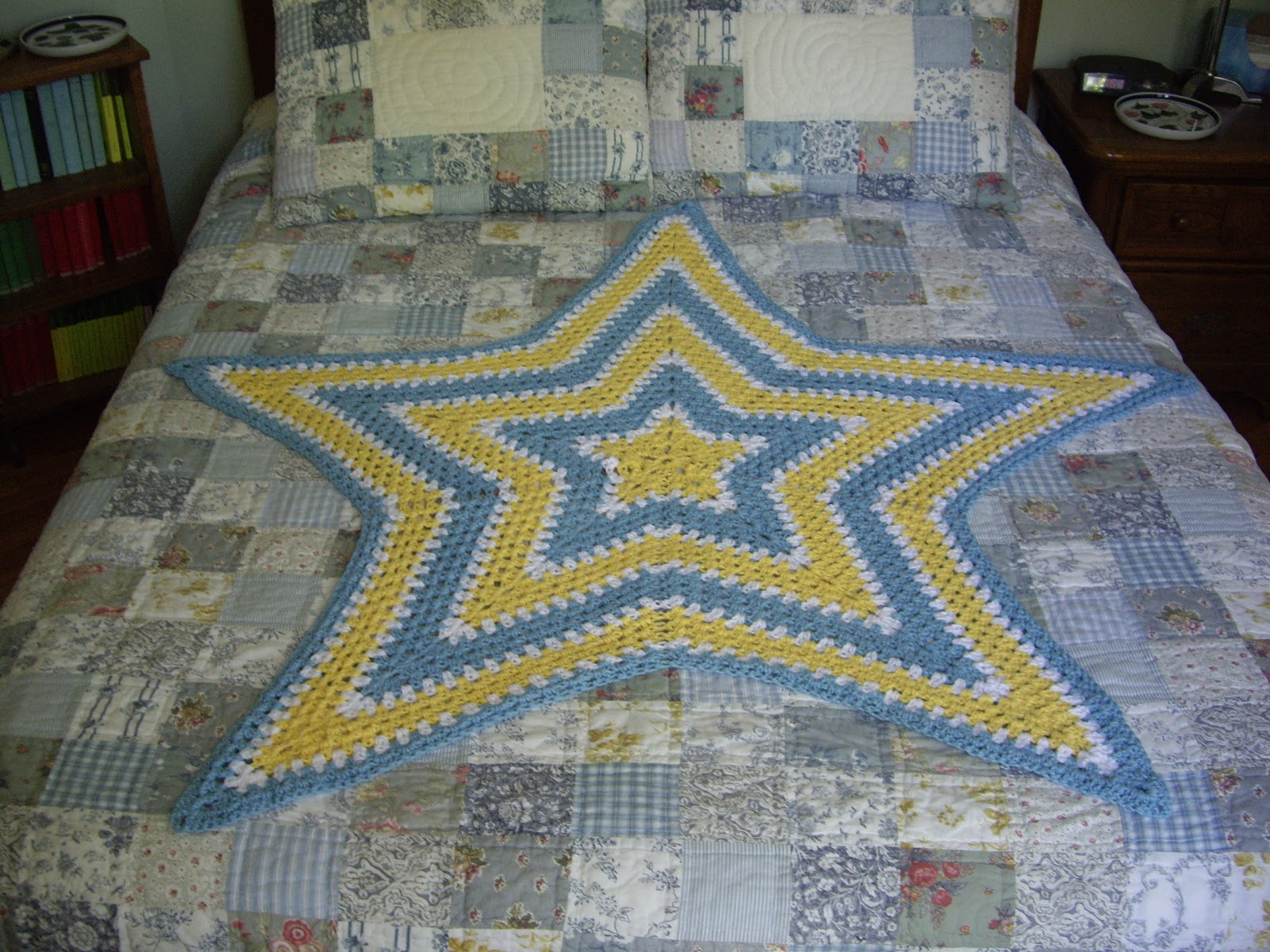 12 Point Star Afghan Pattern http://caffeinatedyarn.blogspot.com/2011/05/seeing-stars.html