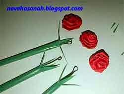 langkah cara membuat bunga mawar dari kertas 8