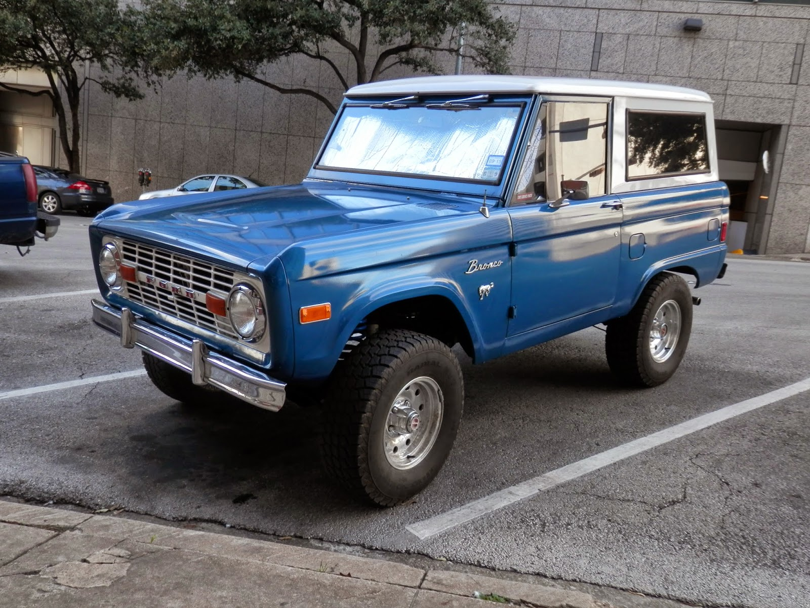 Shifting Gears January 2015 1970 Ford Bronco Full Size The Debuted In 1966 As A Compact Off Roader 170 Cubic Inch Straight 6 Was Available Along With More Powerful 289 V8