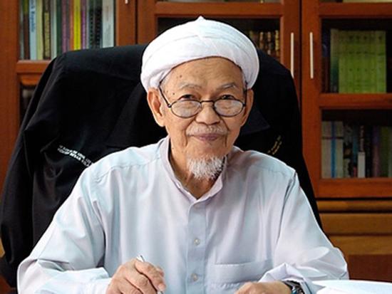 Datuk Nik Aziz Nik Mat Di Pejabat Menteri Besar Kelantan