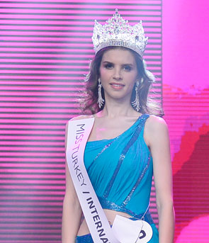 Miss Turkey 2013 winner Ahu Agisbas Ezgi Avcı
