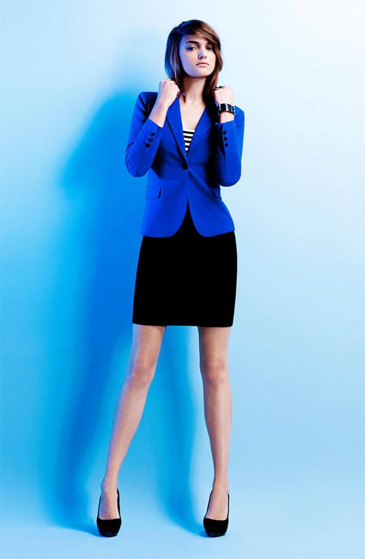 Vestido negro chaqueta azul