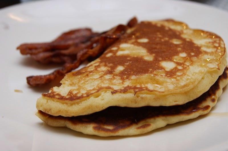 tykke pannekaker med bacon