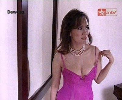 Model Seksi Hot di Acara Televisi Anteve