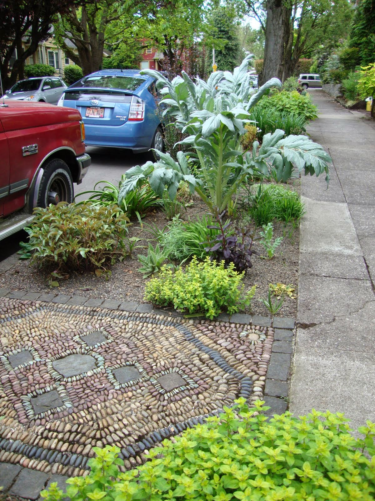 The Hellstrip Garden Of Lucy Hardiman, Complete With An Area Rug By Jeffrey  Bale