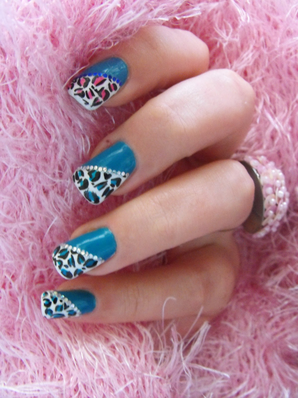 Nail Art: Nail Art Tutorial – How To Make \'Animal Print\' Nail Design
