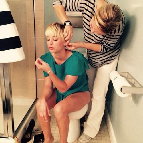 Very relaxed: Kaley Cuoco at the toilets styling