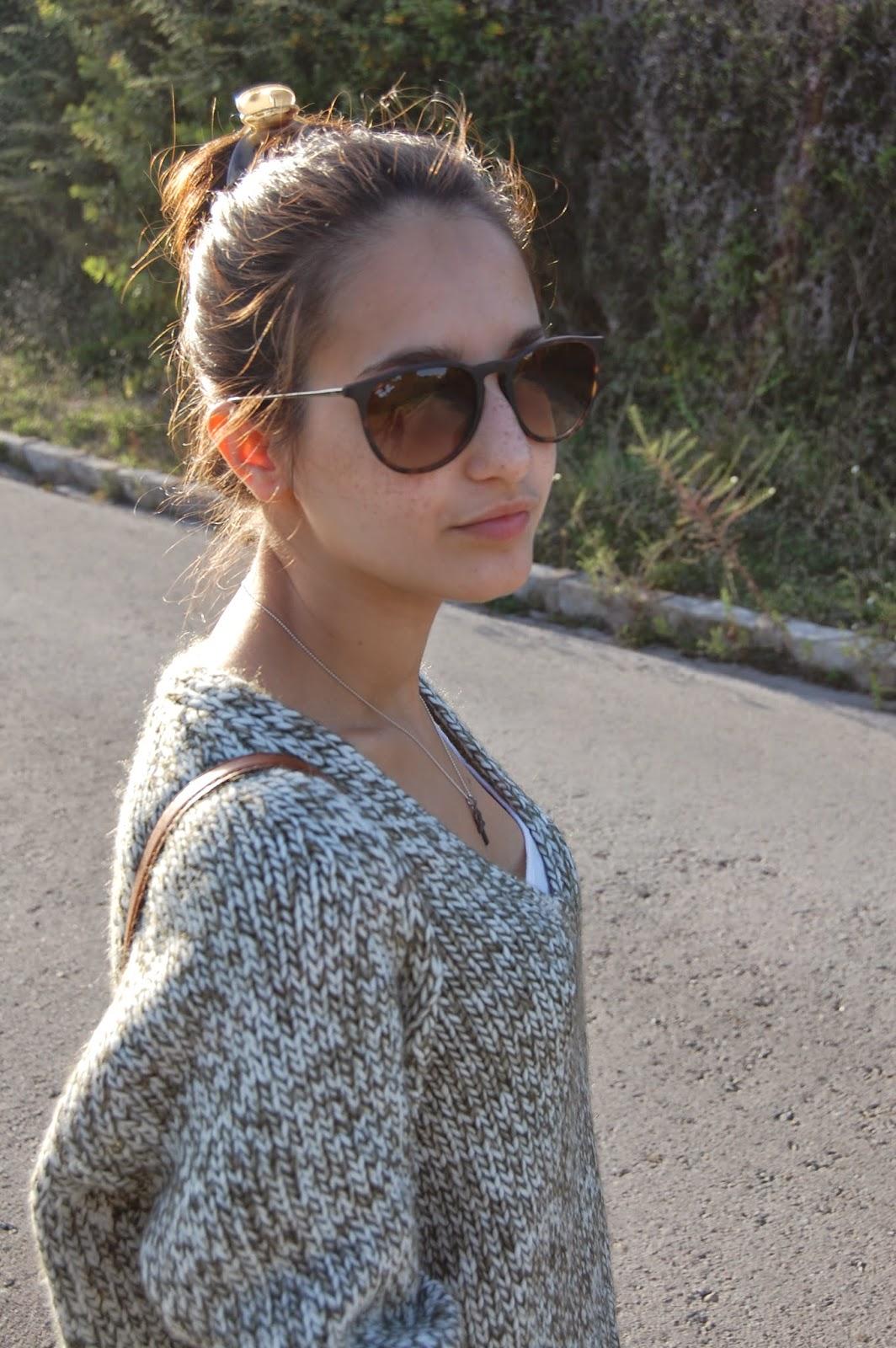 leggins zara, bolso bimba&lola, gafas de sol rayban, jersey de zara, zapatos converse