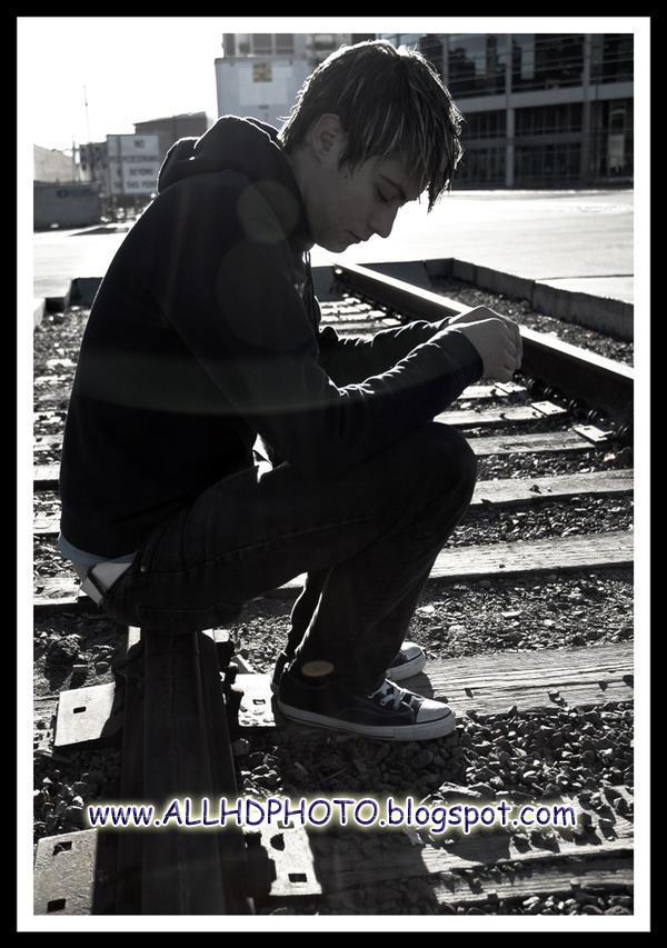 New Alone Boy Wallpapers 2013 - Screensaver