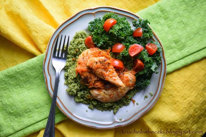 Kurczak z marchewką, kuskusem i pesto z jarmużu i rukoli :)