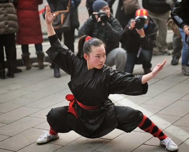 gadis cantik protes pakai kungfu