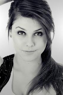 http://1.bp.blogspot.com/-H2dd1C-u8hw/ThH20Tpb4BI/AAAAAAAAAUc/G778ExJmQuo/s320/Livia+Czizek.jpg