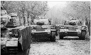 Un trio de Panzers IV Ausf. J de la 5 División Panzer durante la batalla por . file