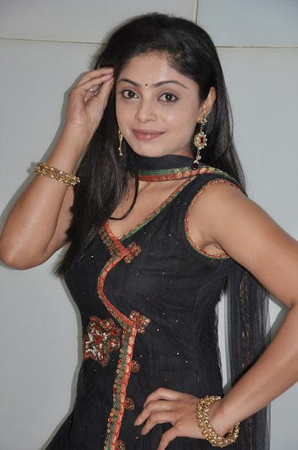 shikha in padam paarthu kathai sol movie unseen pics