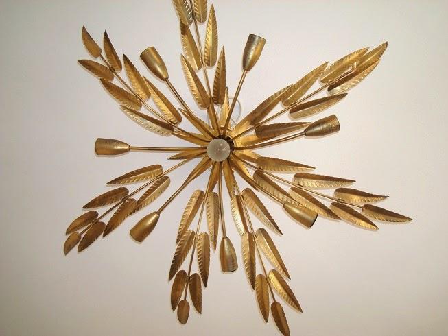 Comprar lámpara de techo vintage antigua dorada con hojas metálicas.