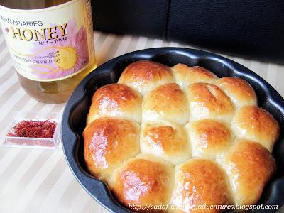 Khaliat Nahal Honeycomb Bread Buns