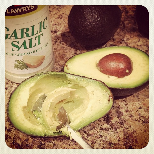 Healthy Snack : Avocado with garlic salt