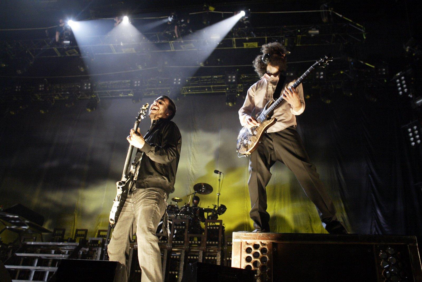 http://1.bp.blogspot.com/-H3y2XroI1GI/Toxa9Zi5lOI/AAAAAAAABOE/YBwrOzsEpsg/s1600/Linkin+Park+COncert.jpg