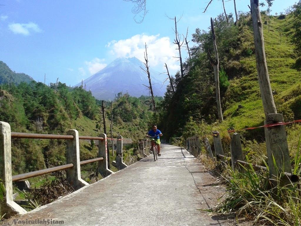 Gunung Merapinya terlihat juga pagi ini
