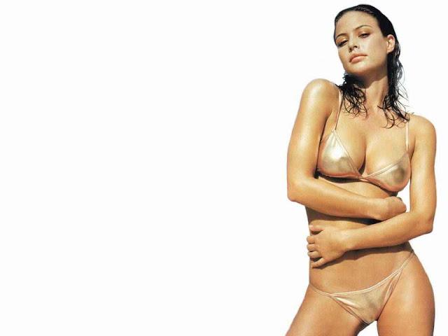 Model Josie Maran have a sexy body