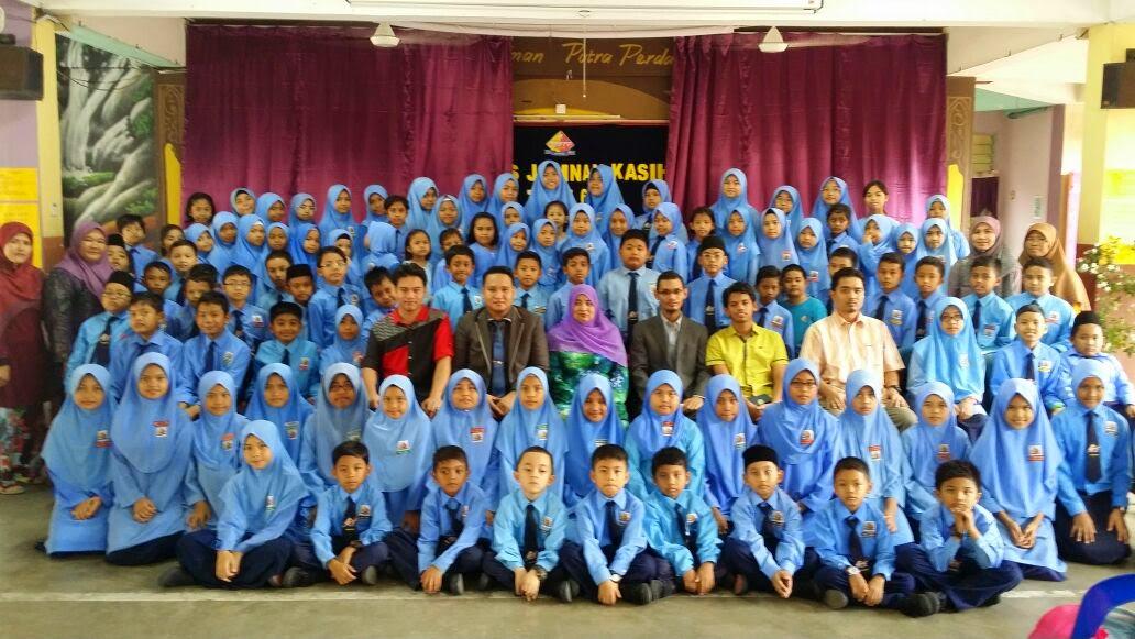 Sesi fotografi pengawas sekolah bersama penceramah IMPAC dan guru-guru