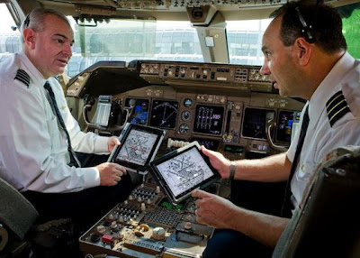 airline pilots use apple ipad in cockpit
