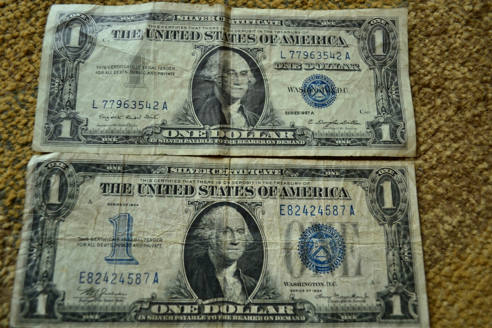 Phelony jones silver certificates 1934 1957 i hope that you can see how vibrantly green these bills were look at the three bills pictured together in the above photo series 1935 compared with the xflitez Gallery