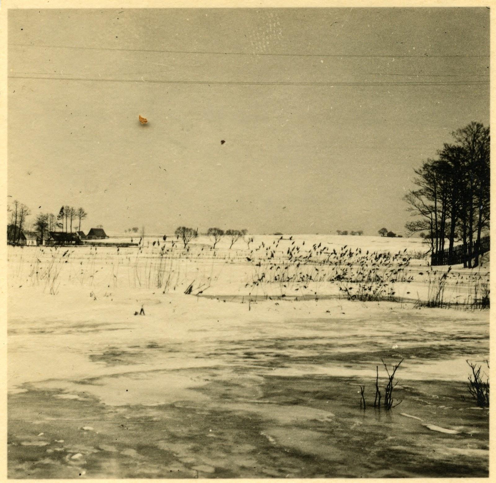 Fotografie wykonane przez niemieckiego żołnierza, którego jednostka stacjonowała w Browarach. Tych fotografii jest więcej; wybrałem trzy. Foto. w zbiorach KW.