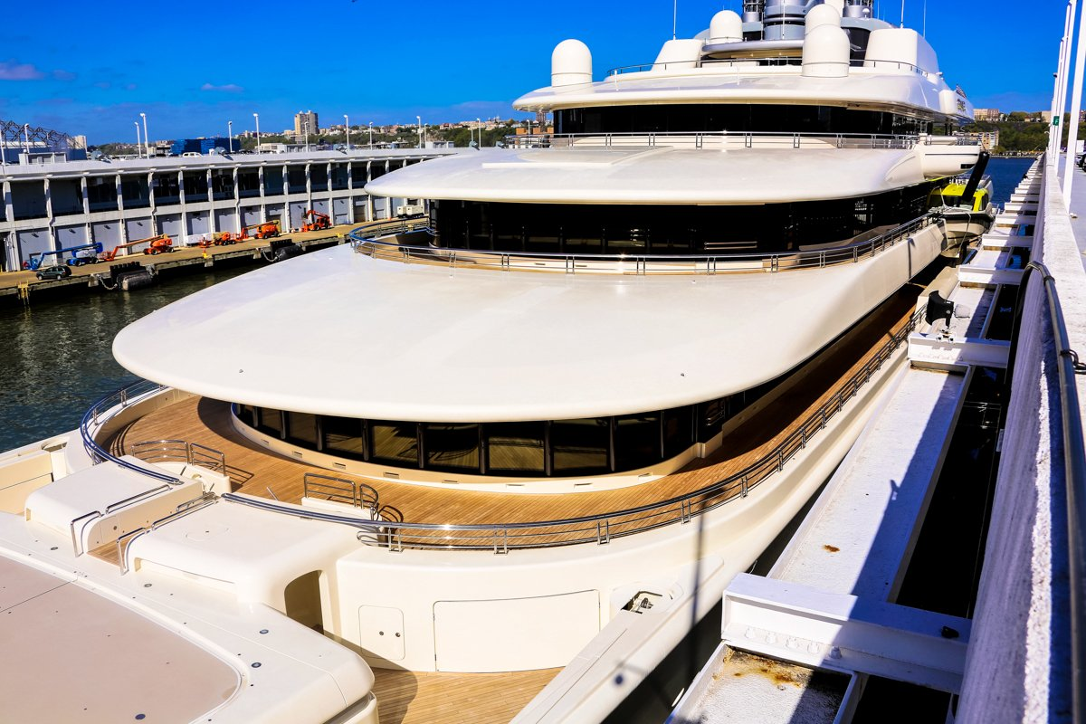 Kiks Intuition Roman Abramovich S Yacht Eclipse And His Football Club Chelsea