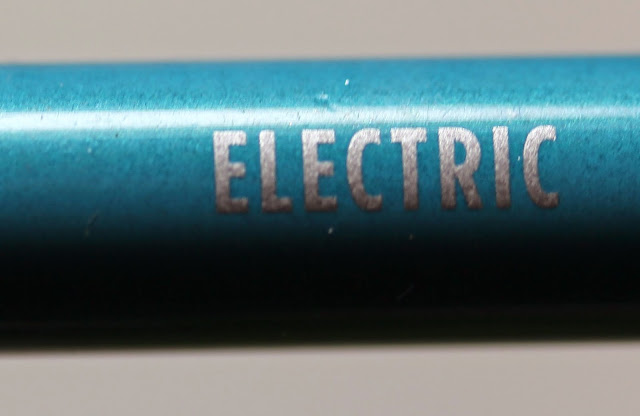 Urban Decay 24/7 Glide-On Eye Pencil in Electric