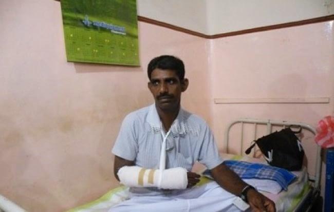 srirankan_jaffna_hospital_epdp_tnn_party_fight_kachcheri_01