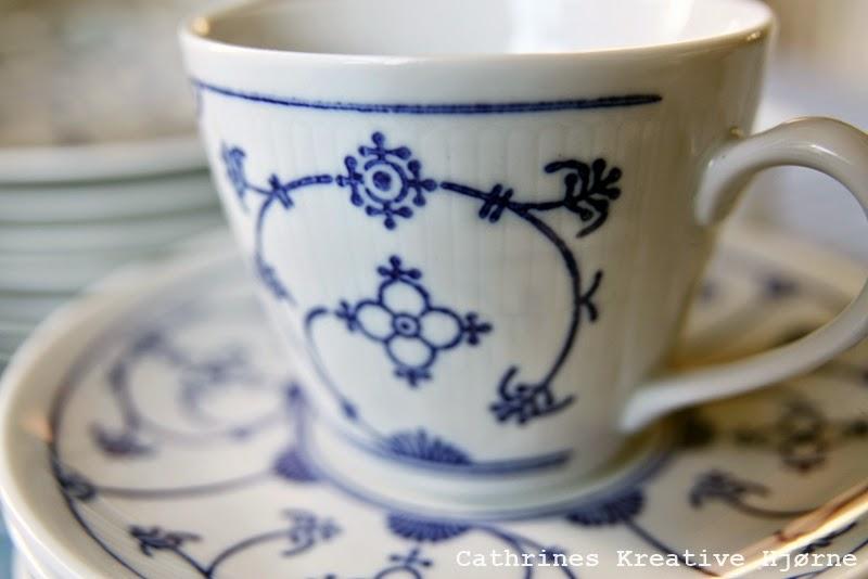 http://cathrineslilleloppehjorne.blogspot.no/2014/05/stramnster-kaffe-servise-til-12.html