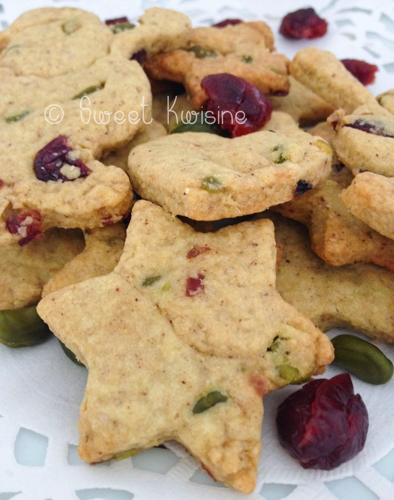 Super Sweet Kwisine: Les biscuits de Noël aux pistaches et cranberries  LT27