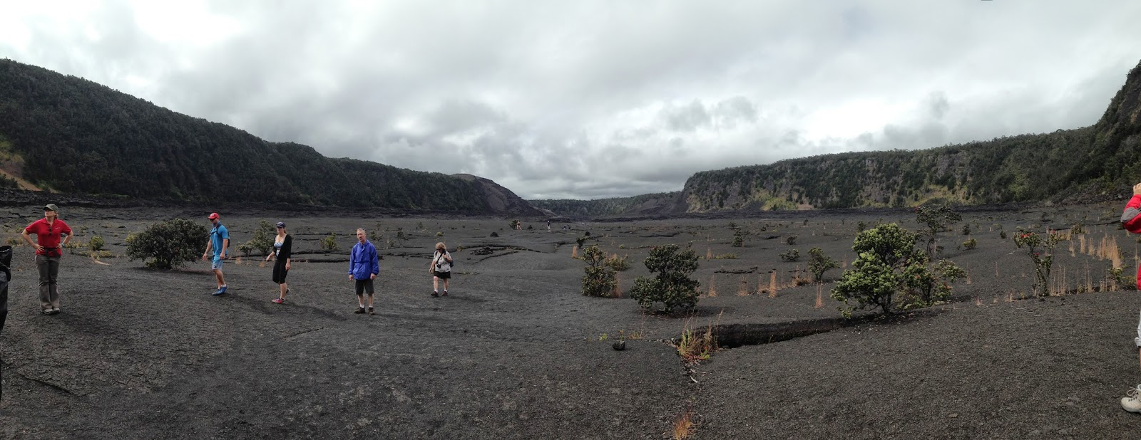 hiking inside kilauea in hilo